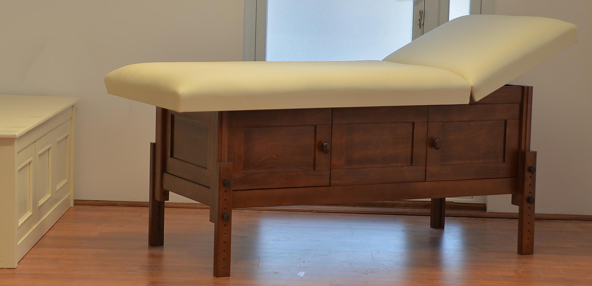 Hermes, masă de masaj staționară, structură lemn masiv de fag finisaj wenge, pernă două secțiuni, tapițerie crem