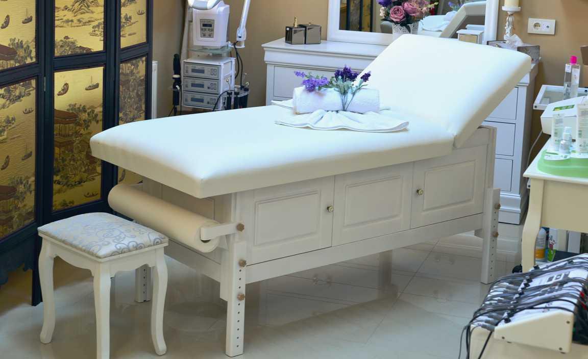 Bella - masă de masaj fixă, pernă două secțiuni, finisaj lemn crem, burete memo 5+2, suport prosop hârtie ataşat.